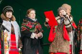 Unknown women group in national clothes at Celebration of Maslen — Stock Photo
