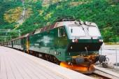 Flamsbahn In Flam, Norway. Green Train On Railway — Stock Photo