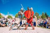 Cavalieri In lotta con la spada. Restauro della battaglia cavalleresco — Foto Stock