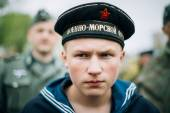 Unidentified re-enactor dressed as Soviet sailor during events d — Stock Photo