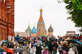 People walking in Red Square in Moscow, Russia. — Stock Photo