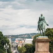 Statue of Norwegian King and main street Karl Johans Gate leadin — Stock Photo