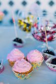 Dessert Sweet Cupcakes, Candy, confection On Table. Candy bar. D — Stock Photo