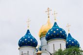 Domes cupolas of the Dormition - Assumption - Cathedral in Sergiev posad, Russia. — Stock Photo