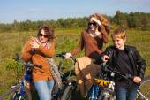 Family on bikes — Stock Photo