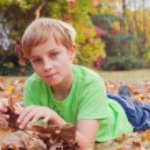 Boy ang garden — Stock Photo #55538991