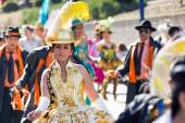 Bolivian dancing with tipycal costume in carnival — Stock Photo