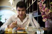 Handsome young man having lunch in elegant restaurant — Stock fotografie