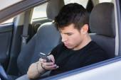 Distracted Young Man Using Cell Phone driving — Стоковое фото
