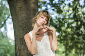 Young woman doing heart sign with hands — Stock Photo