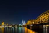 View of Cologne Cathedral at night — Stockfoto