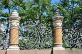 The fence of the Mikhailovsky garden in St. Petersburg, Russia — Stock Photo