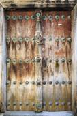 Hand crafted wooden door in Stonetown at Zanzibar — Stock Photo