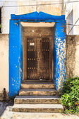Hand crafted wooden door at Zanzibar — Stock Photo