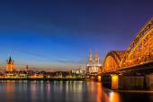 Cityscape of Cologne from the Rhine river at night — Stock Photo