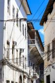 Electricity cable tangled in an old colonial street — Stock Photo