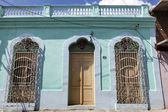 Facade of colorful colonial houses in the old center of Camagüey - Central Cuba — Stock Photo