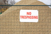 NO TRESPASSING sign at construction site — Stock Photo