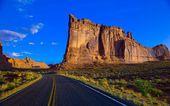 The road through the desert — Stock Photo