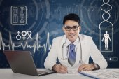 Doctor in hospital with virtual screen — Stock Photo