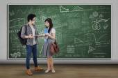 Students standing and discussing in class — Stock Photo