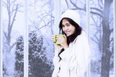 Asian lady in winter coat enjoy warm drink — Stock Photo