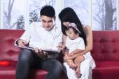 Happiness family read story book — Stock Photo