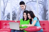 Three teenagers with laptop at home — Stockfoto