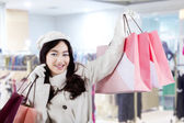 Attractive young girl in the shopping center — Stock Photo