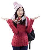 Schattig schoolmeisje in winterkleren — Stockfoto