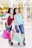 Two women shopping in modern mall — Stock Photo