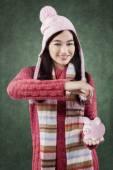 Cute girl save money in piggy bank — Stok fotoğraf