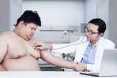 Doctor doing checkup on his patient — Stock Photo