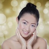 Attractive chinese girl with perfect skin — Stock Photo
