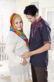 Islamic pregnant woman and her husband — Foto de Stock