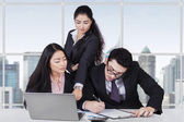 Business leader lead her workers in office — Stock Photo
