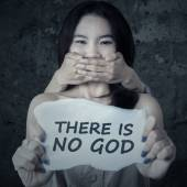 Kidnapped girl is not believe to GOD — Stock Photo