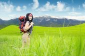 Hiker smiling at the camera in nature — Stock Photo