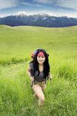 Female hiker exploring the mountain — Stock Photo