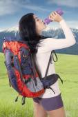 Hiker drinks water at mountain — Stock Photo