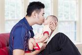 Dad kiss his baby at home — Stock Photo