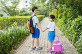 Two siblings going to school together — Stock Photo
