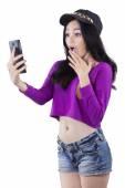 Shocked teenage girl read news on cellphone — Stock Photo