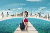 Modern tourist travelling to the world monument — Stock Photo