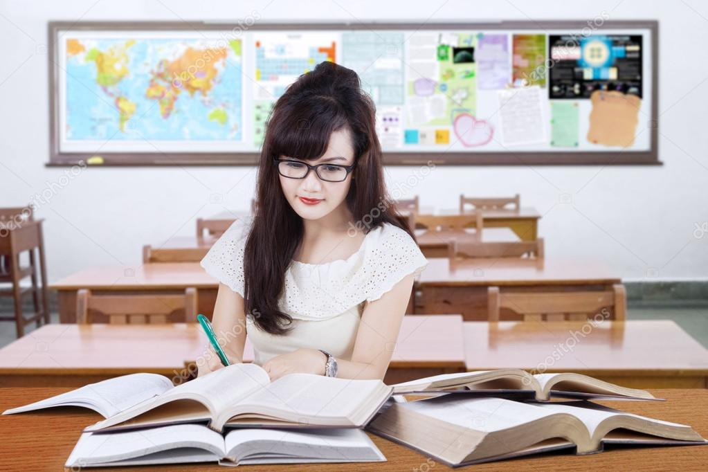 online schools for writing Online degree programs also have the bonus of freeing many master's in english & creative writing degree programs allow students to specialize their.