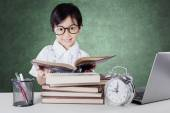 Learner smiling and reading books in the class — Stock Photo