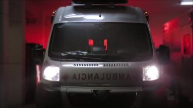 Ambulance with red and yellow strobe lights — Stock Video