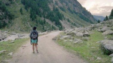 Female trekker walking on mountain path — Stock Video
