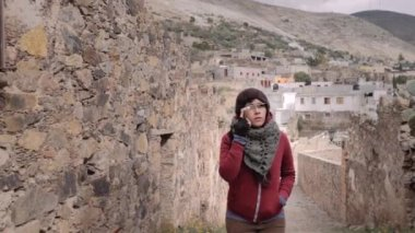 Woman using google glasses — Stock Video