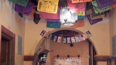 Man in a room decorated for the day of the dead — Stock Video